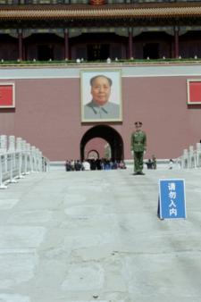 Chairman Mao and a soldier at the entrance to the Forbidden City